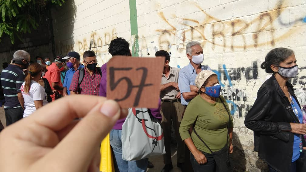 Especial ND | La desinformación y desorganización reinan en la jornada de vacunación en Caricuao